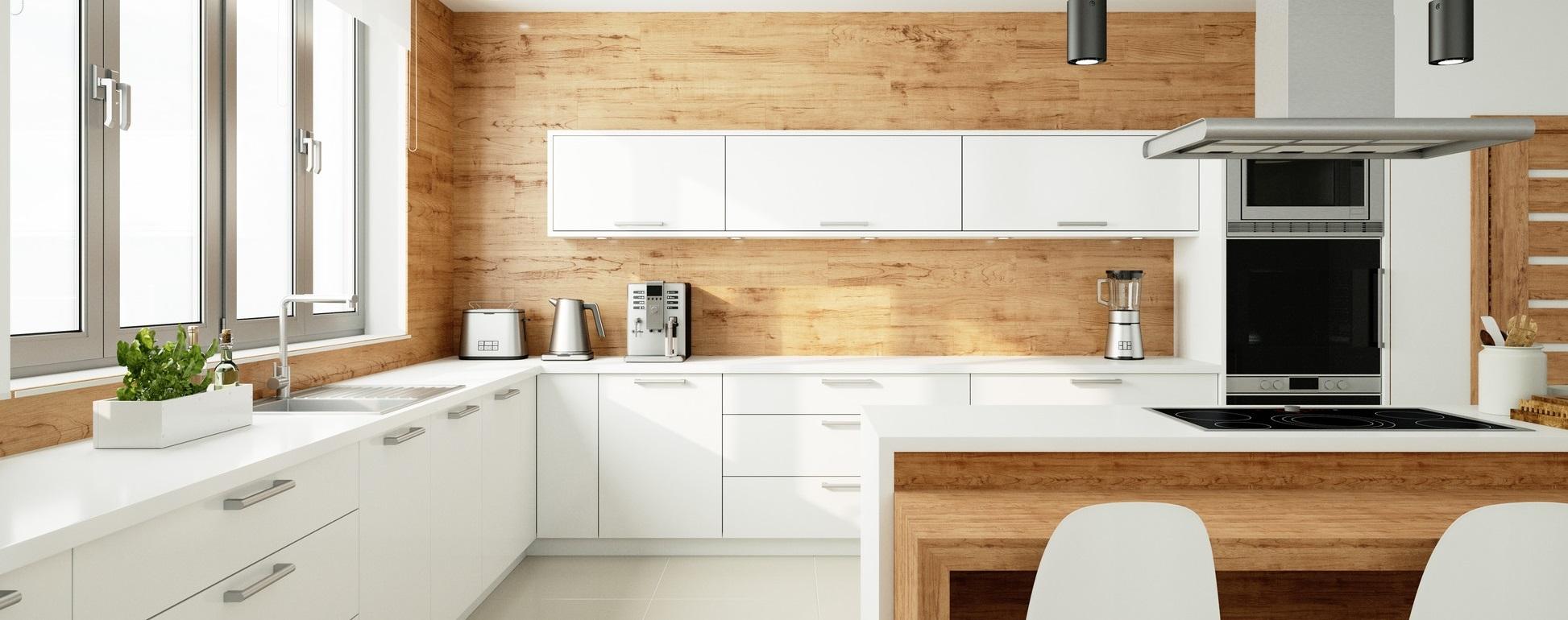 Offene helle Küche als Wohnküche mit Essbereich und Fenster